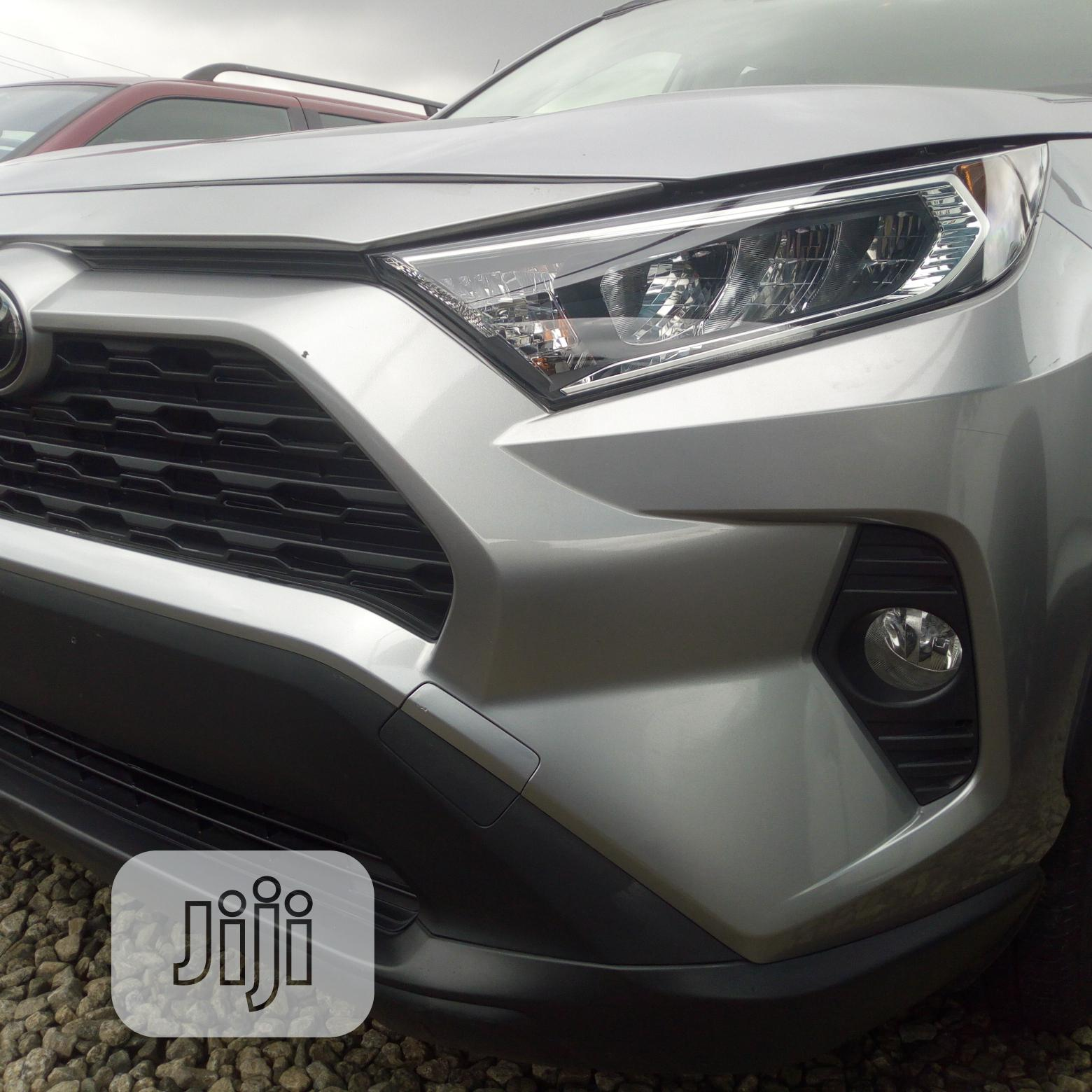 New Toyota RAV4 2019 XLE FWD Silver In Central Business