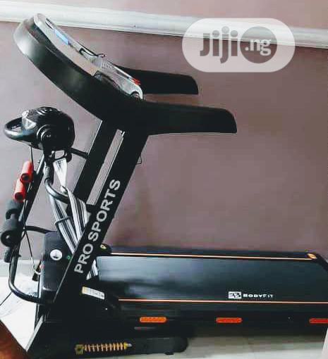 2.5hp Treadmill With Massager and Twisted Dumbell